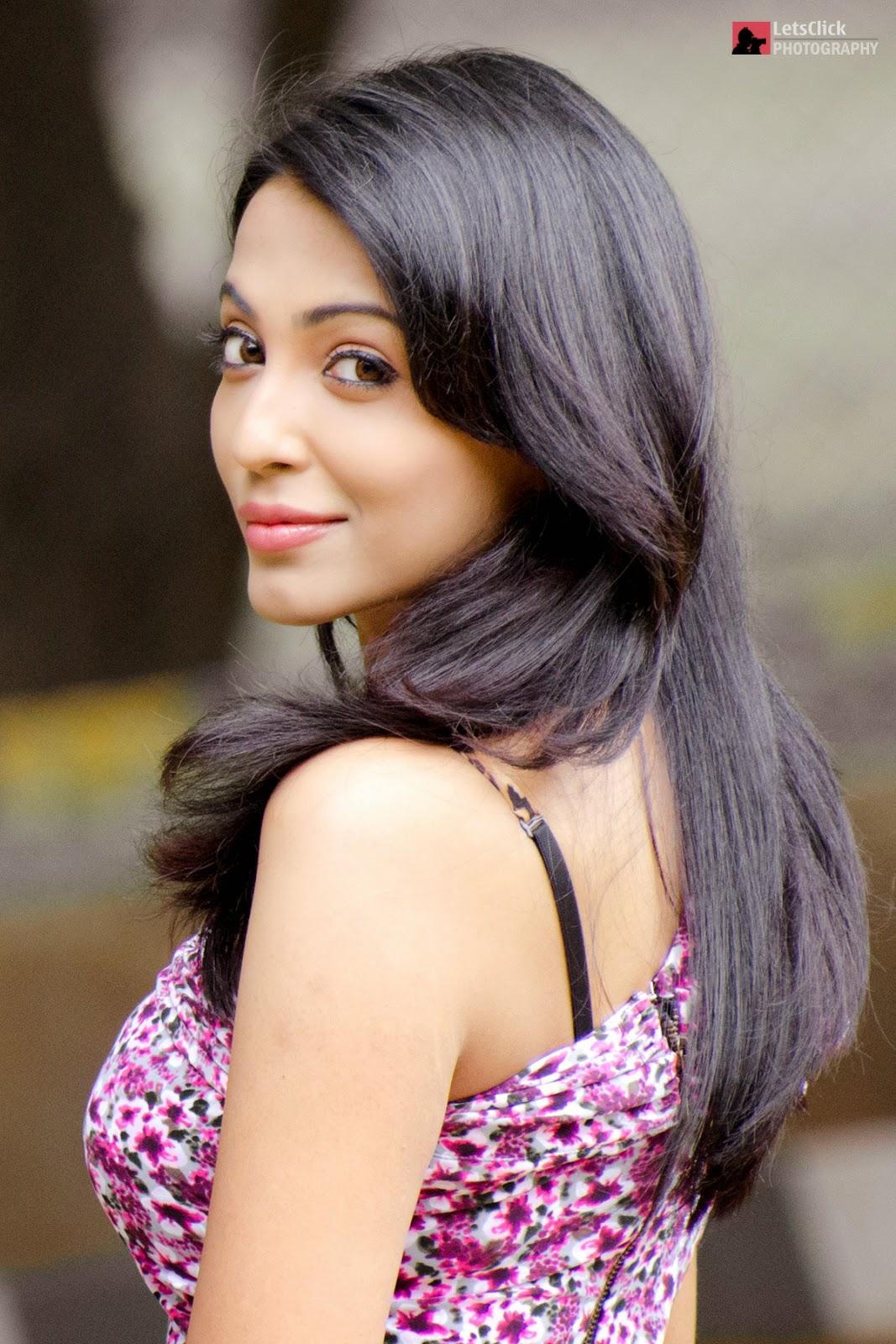 Parvathy Nair New Sizzling Hot Photo Shoot