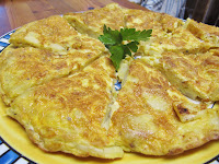 serving tortilla de patatas