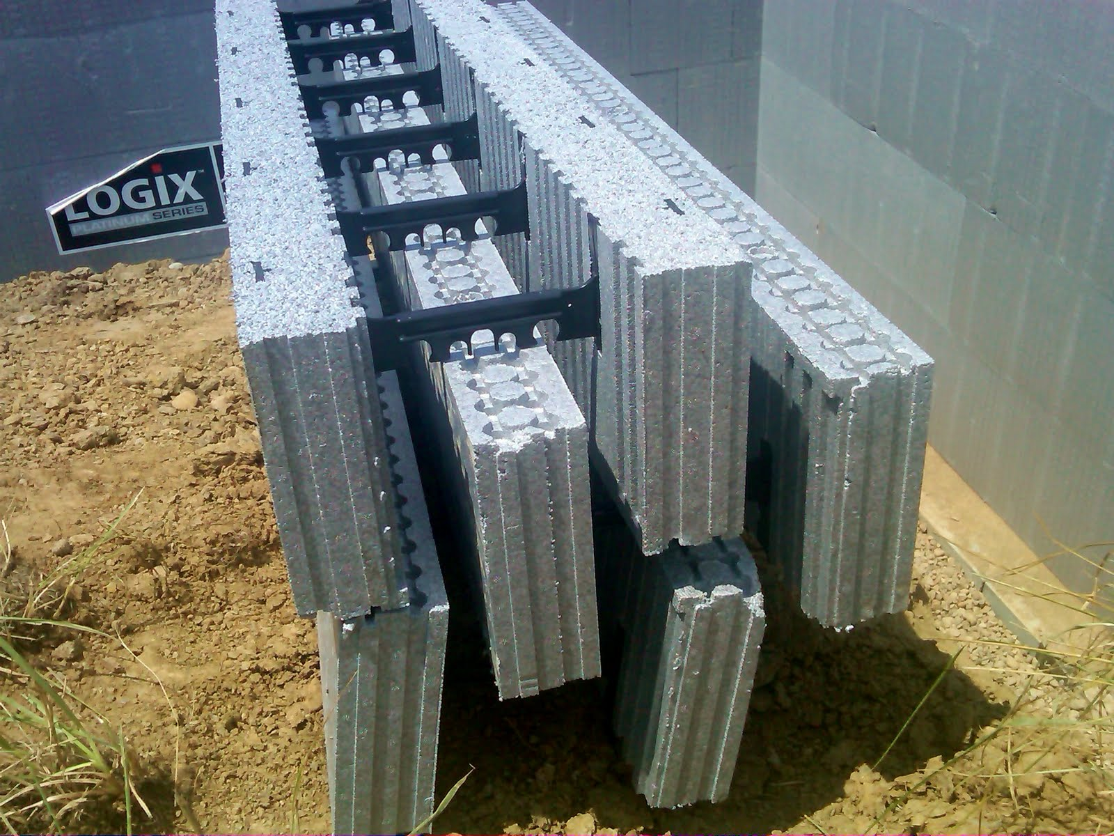 De jong dream house build day 4 july 15 2011 for Icf block