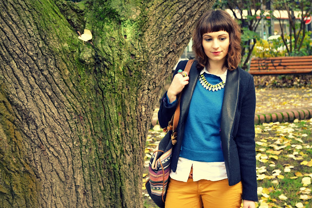 look-moutarde-bleu-navajo-zara-sac