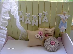 35. Poduszki Looki w pokoju Hani