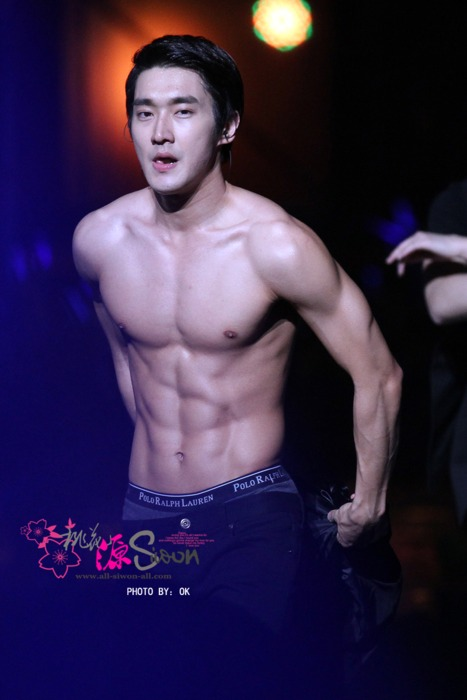 Choi Siwon Sixpack Abs