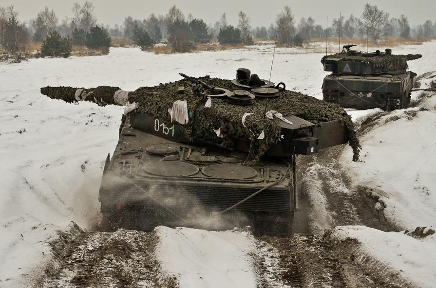 http://2.bp.blogspot.com/--0WTpY312lI/UP1lu8g9jEI/AAAAAAAABpw/qCNXPJ07l3M/s1600/Polish+Leopard+2+A4+(3).jpg