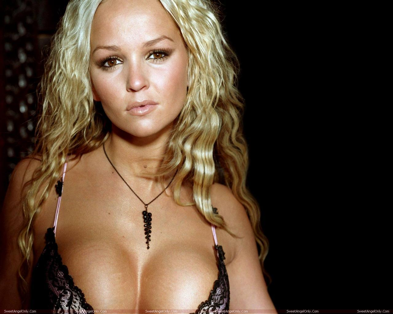 http://2.bp.blogspot.com/--0esQ5en3kU/TWZOVzjWqLI/AAAAAAAAEnI/WlomzVnp7lM/s1600/actress_jennifer_ellison_hot_wallpapers_in_bikini_sweetangelonly_08.jpg