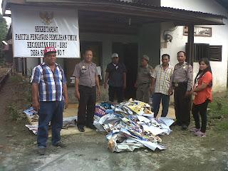 Penertiban baliho oleh paswas untuk tertib pemilu indonesia