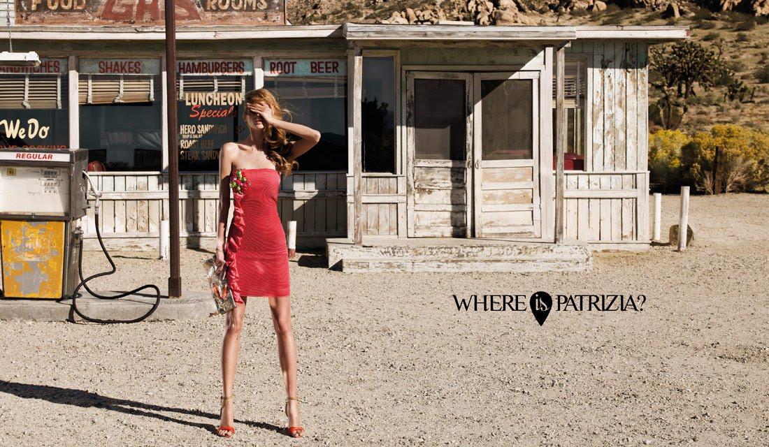 si vede un fotogramma della pubblicità una ragazza magrissima alla pompa di benzina