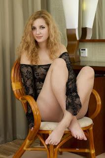 普通女性裸体 - rs-0010-745506.jpg
