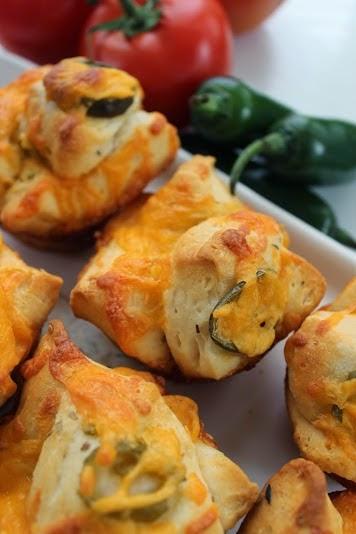Jalapeno Cheddar pull apart rolls. #recipe #bread