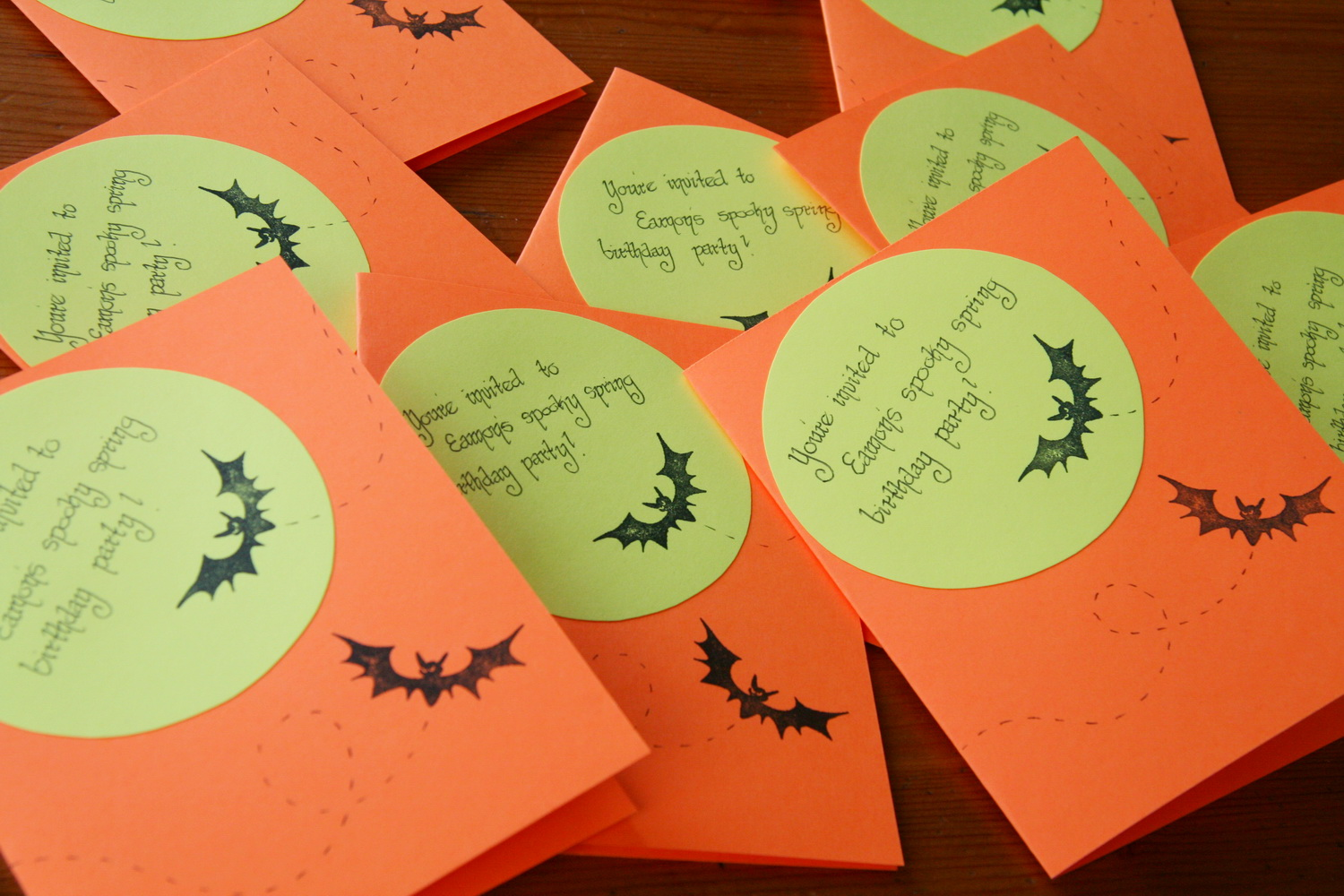 Teetoo: Spooky Party: Pop-up Bat Cards, Sand Witches + Cupcakes!