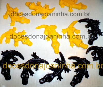Doces modelados no formato de um jacaré do pantanal.