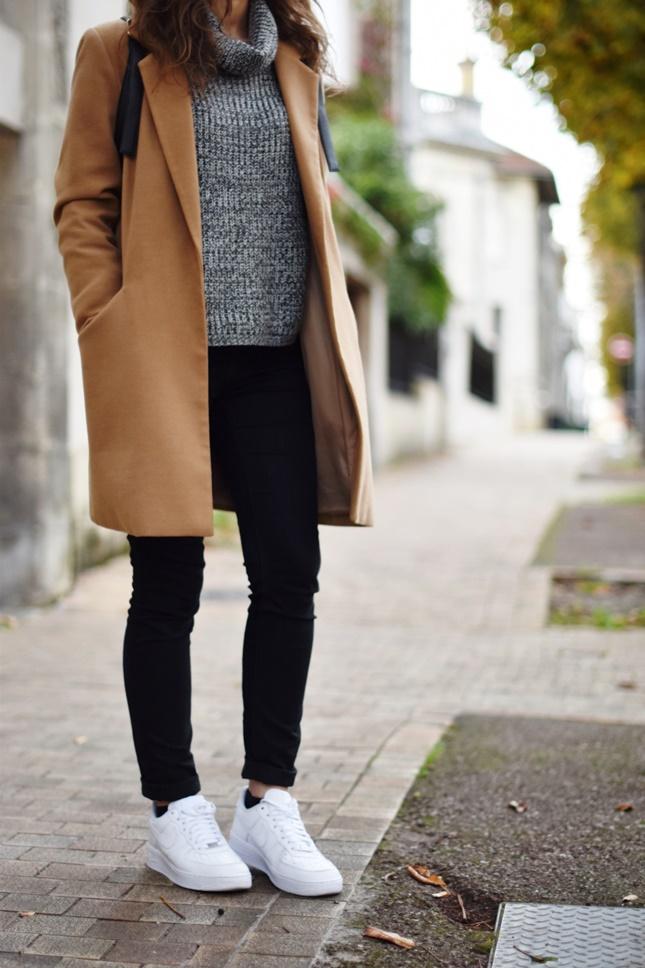 Manteau beige col noir