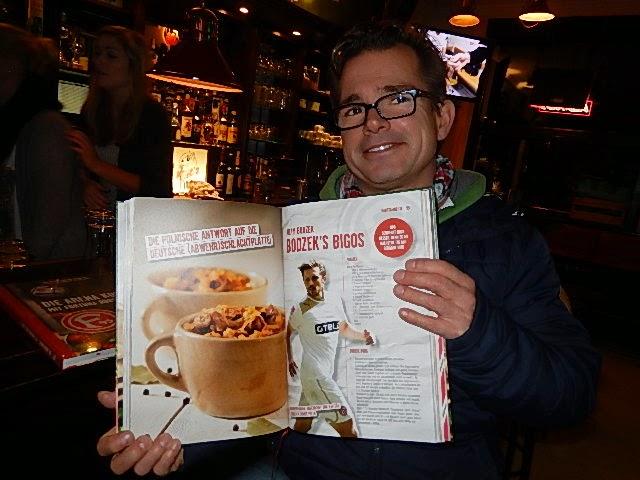 http://www.duesseldorf-blog.de/2014/11/24/fortuna-die-arena-kocht-kicker-mit-kochbuch/
