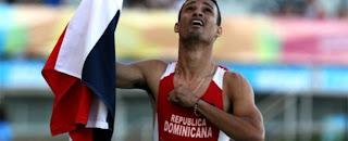 Dominicano Lugelin Santos gana en 400 metros y avanza a semifinales en Londres