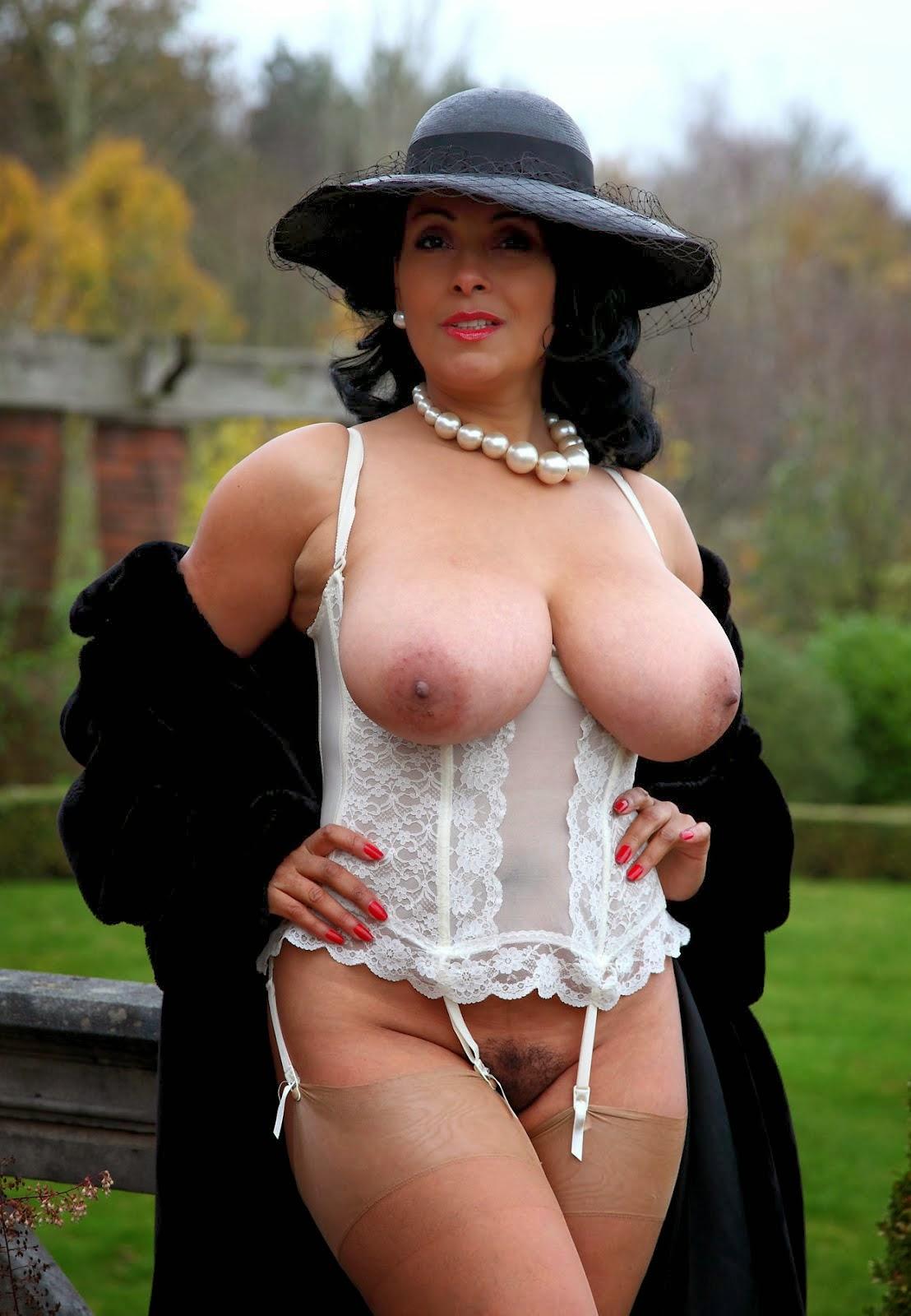 foto-erotika-pishnogrudih-madam