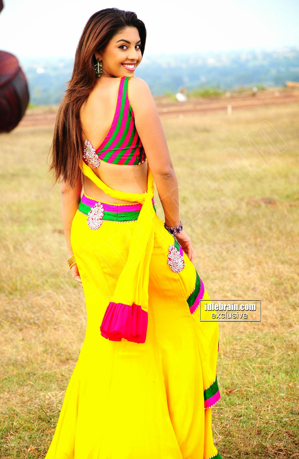Richa Gangopadhyay butt yellow