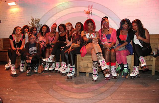 """<img src=""""rollerskatesgirls.jpg"""" alt=""""blackgirlsrollerskates"""" />"""