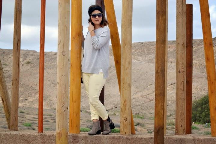 look_turbante_como_combinar_pantalon_amarillo_lolalolailo_05
