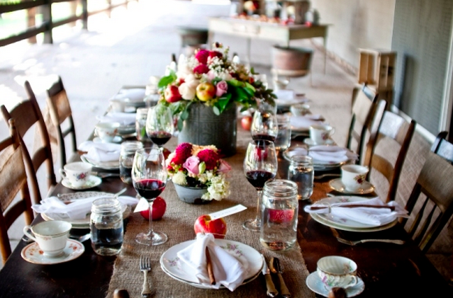 Decorate for Thanksgiving in Style, With These Festive Table Scapes