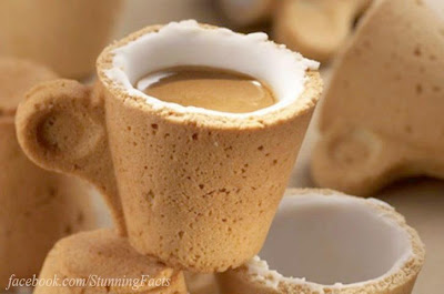 THERE'S A COOKIE COFFEE CUP THAT'S EASY TO RECYCLE: JUST EAT IT