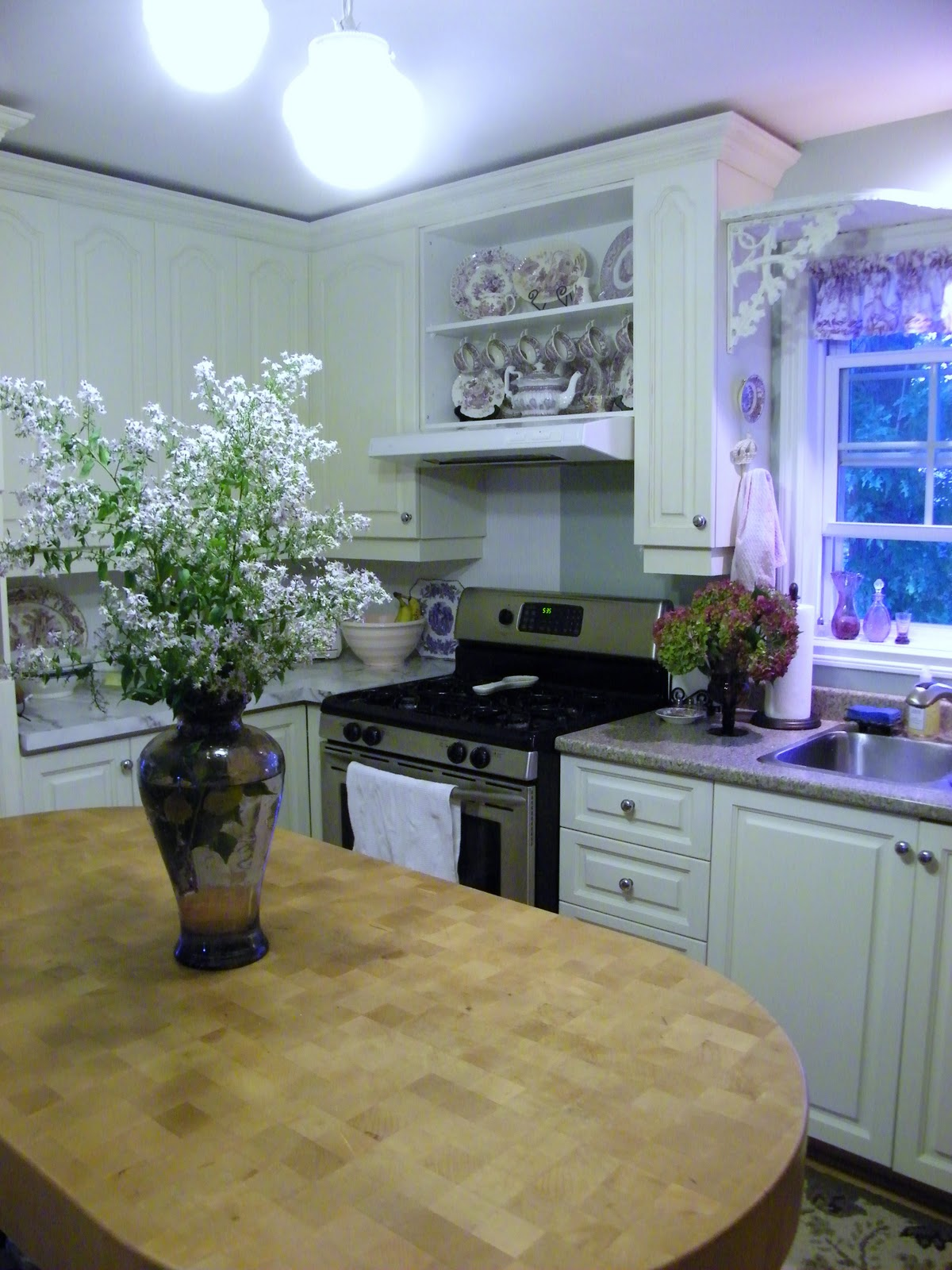 Maison Decor: Kitchen Update: Moving cabs and making a tiny hutch