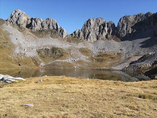 ibon de acherito, valle de echo, valle de anso, pirineo, rutas por el pirineo