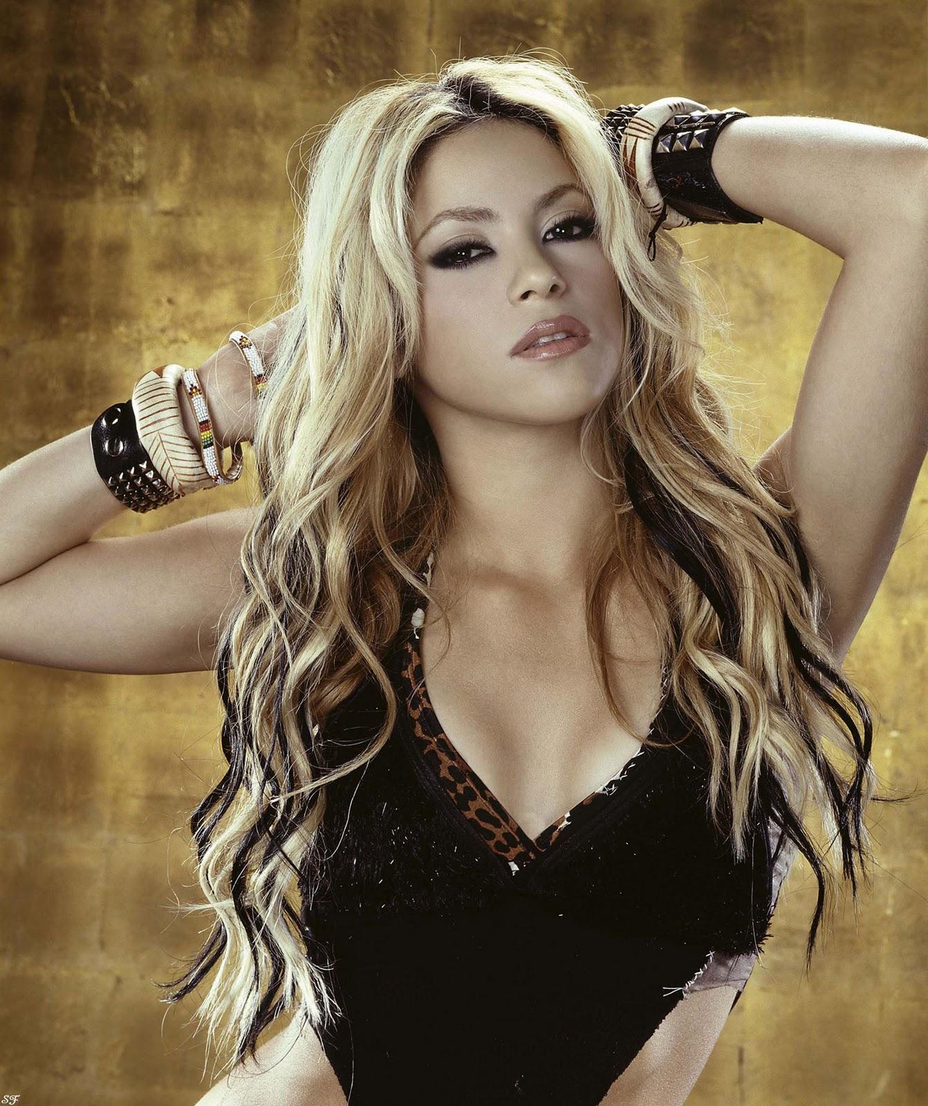 Shakira Hot Pics In Bikini | Hot Celebrity Photos Pictures ... Shakira