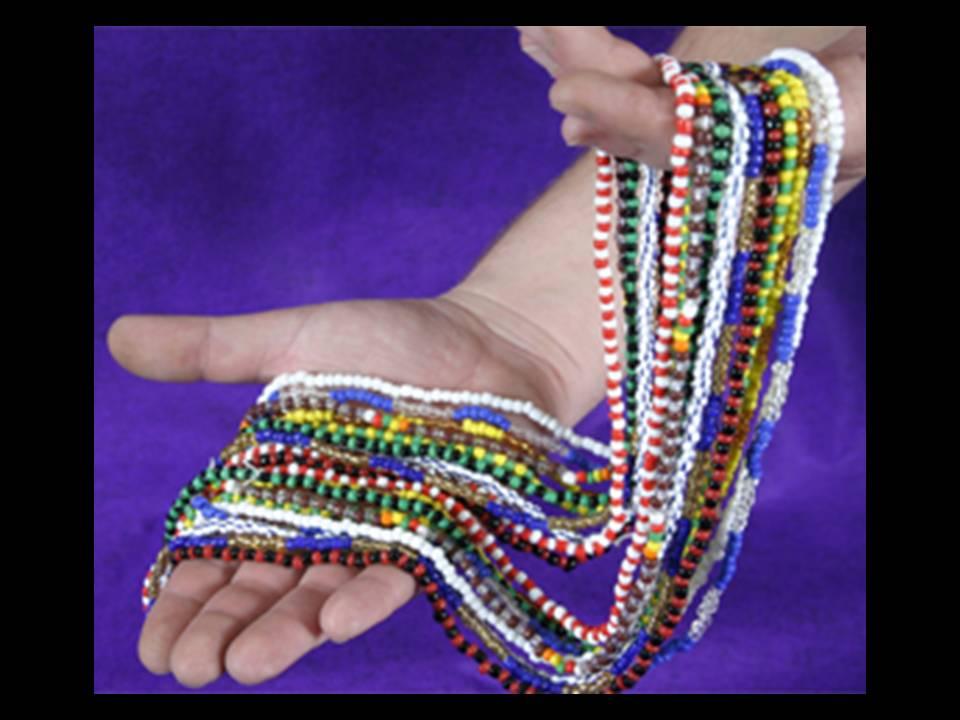 Con antelación a la preparación de cada collar, el santero debe invocar al Orisha pertinente, y debe hacerlo en el lenguaje Yoruba.