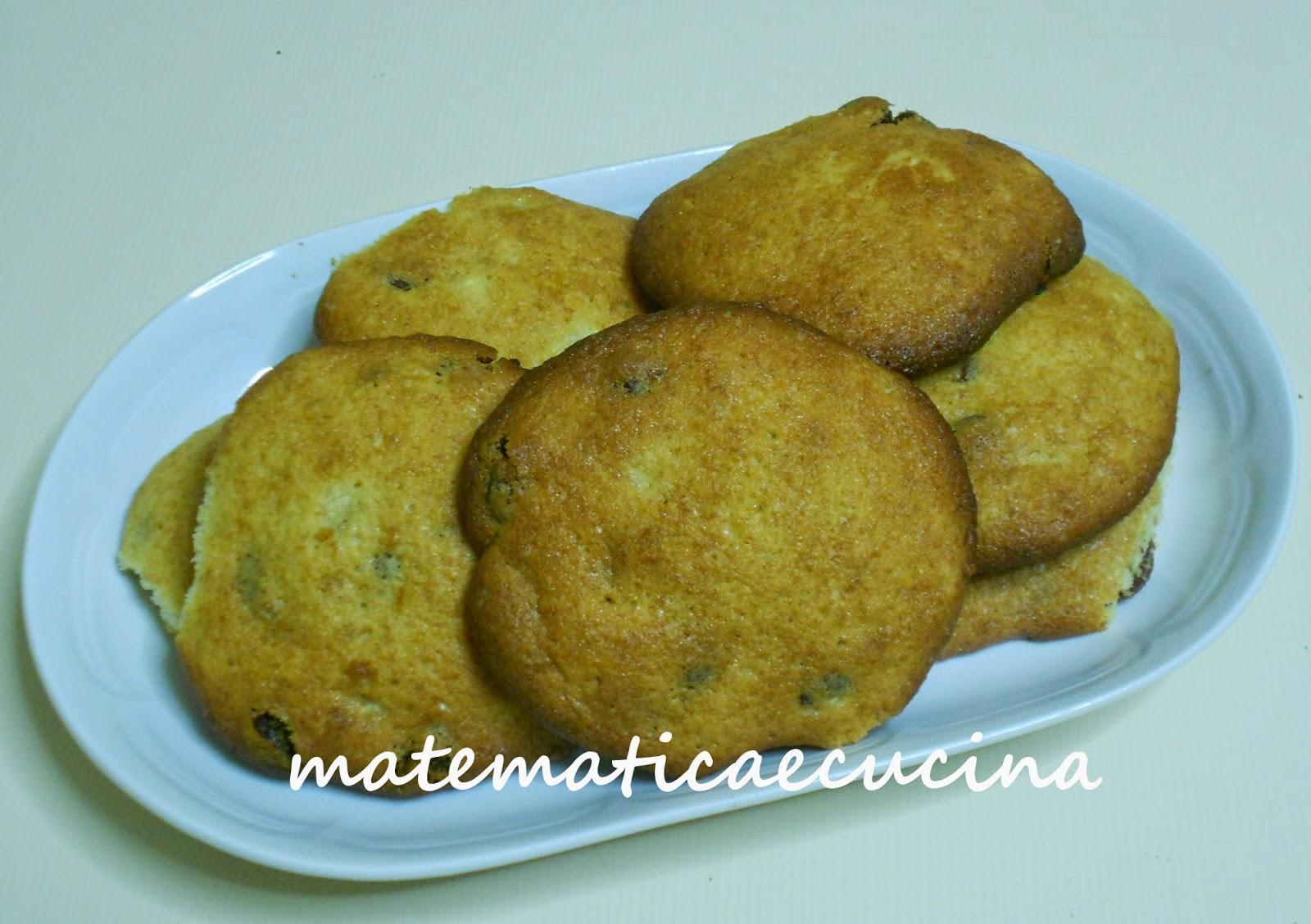 biscotti con banana e uvetta e buona festa della donna (con ironia)