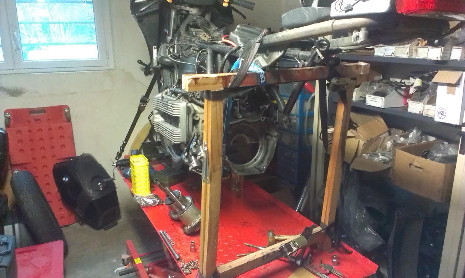 motos sport v nements et le dark dog moto tour r paration de la fuite d 39 huile c t embrayage. Black Bedroom Furniture Sets. Home Design Ideas