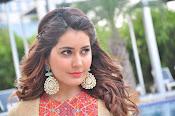 Rashi Khanna new glamorous photos-thumbnail-1