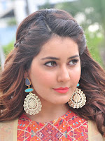 Rashi Khanna new glamorous photos-cover-photo