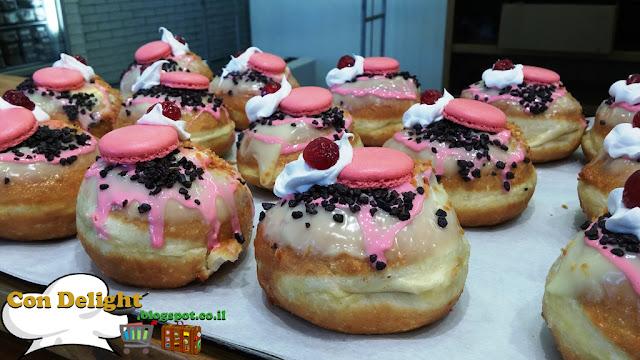 סופגניות במילוי וניל ומקרון האופה מבגדד Doughnuts filled with vanilla