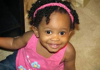 Gaya rambut lucu untuk anak perempuan berambut keriting