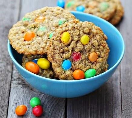 Yulaflı ve renkli drajeli kurabiye Tarifi Kolay Yapımı