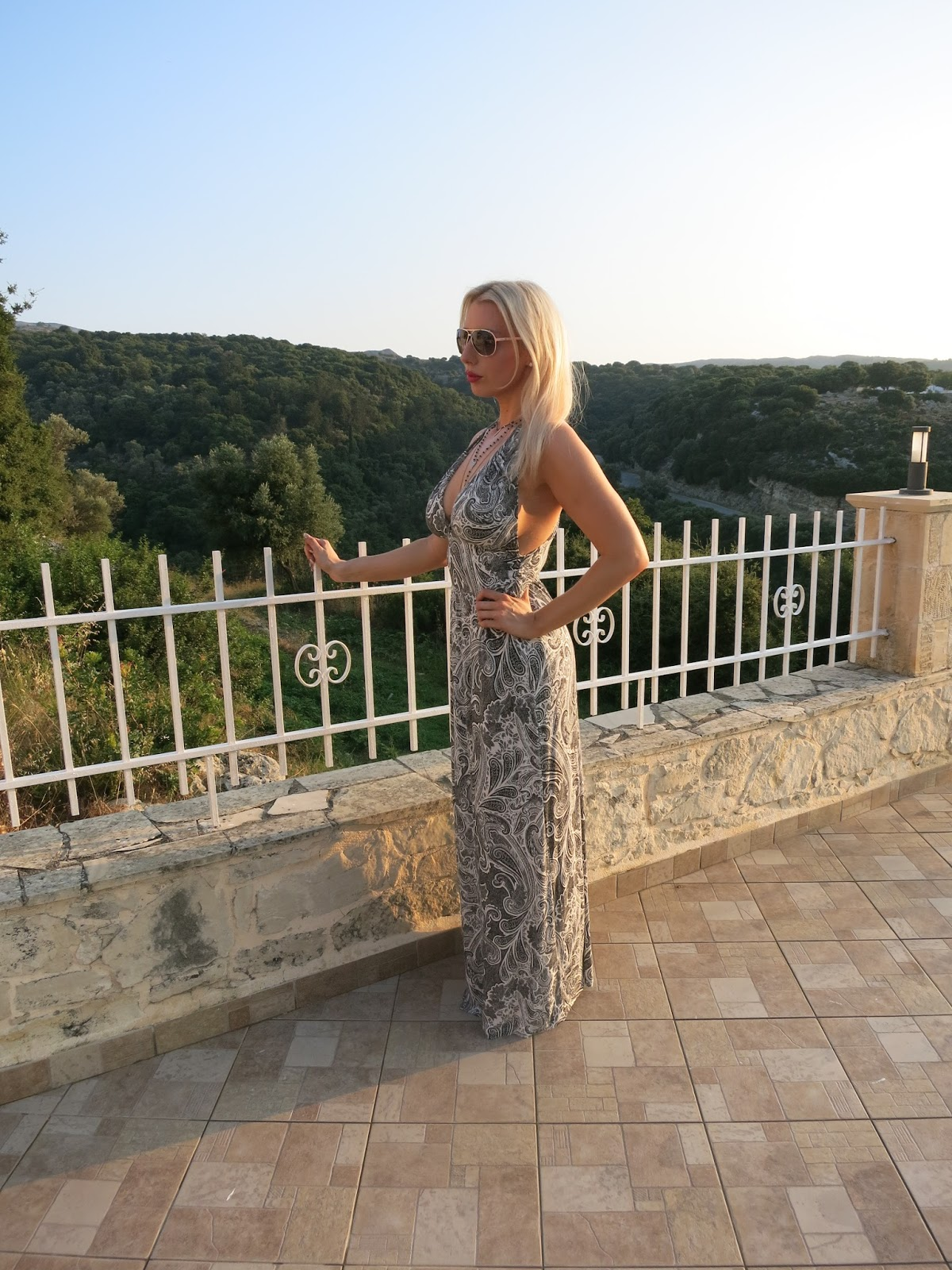 holiday outfit - fashion blogger - devoted to pink - H&M maxi dress