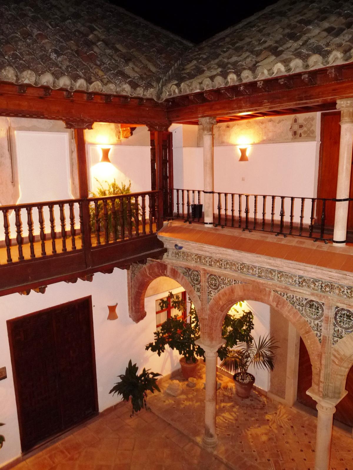 Living Ronda Visita Nocturna A Los Ba Os Rabes Y Palacio