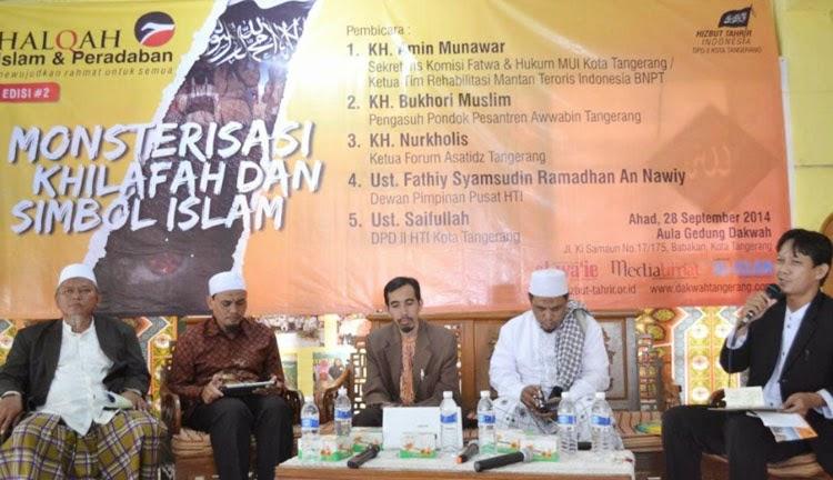 Salah seorang Ulama Tangerang, KH Bukhori Muslim seperti dilansir HTIPress, Kamis (2/10/2014) mengusulkan memasukan pembahasan khilafah ke dalam kurikulum sekolah.