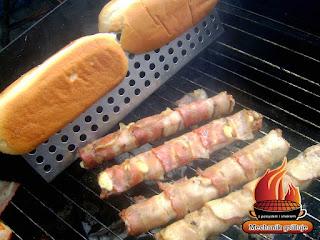 forma do grillowania pieczywa bułek hot dogowych grill bbq pomysł na grilla kreatywne grillowanie