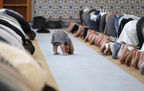 صورة تتكرر كثيرا في مساجدنا.