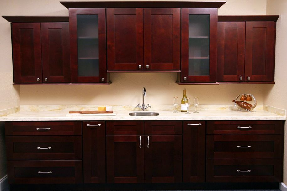 Decorating cents knobs or pulls - Kitchen cabinets with handles ...