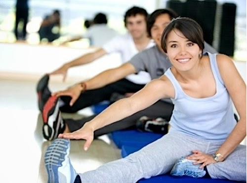 Aktiviti senaman tidak dinafikan turut membantu menyelesaikan masalah perut buncit. Lakukan senaman kardiovaskular dan abdomen bagi membantu mengempiskan perut. Pastikan anda mengamalkan senaman yang khusus untuk membentuk perut daripada jurulatih yang diiktiraf. Lakukan secara konsisten untuk mendapatkan kesan yang dikehendaki.