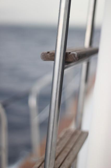 maituins-2015-summer-menorquina-barco-escalera