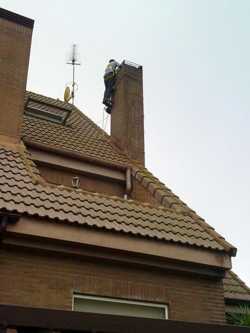 entubado de la chimenea de obra que no es estanca y pierde humo