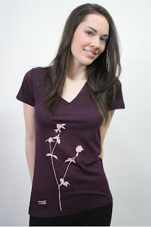 violettes Damenshirt mit Klee-Motiv