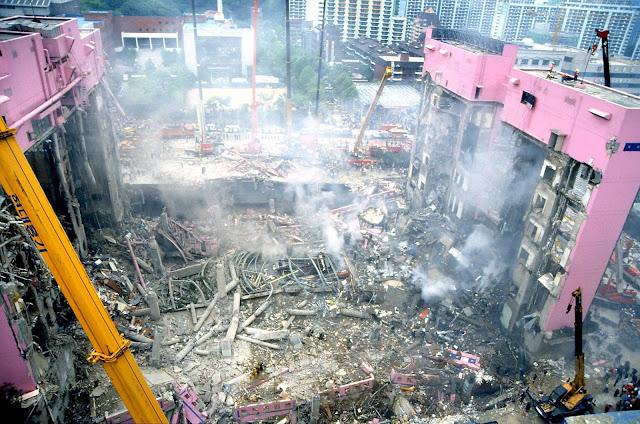 Escombros de las tiendas Sampoong derrumbadas en Seúl en Corea del Sur
