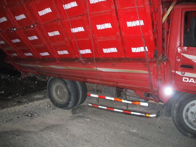 Camión de Cerveza Brama se  voltea en hoyo de Tony, de la  Circunvalación  en el baden  de la  UCE