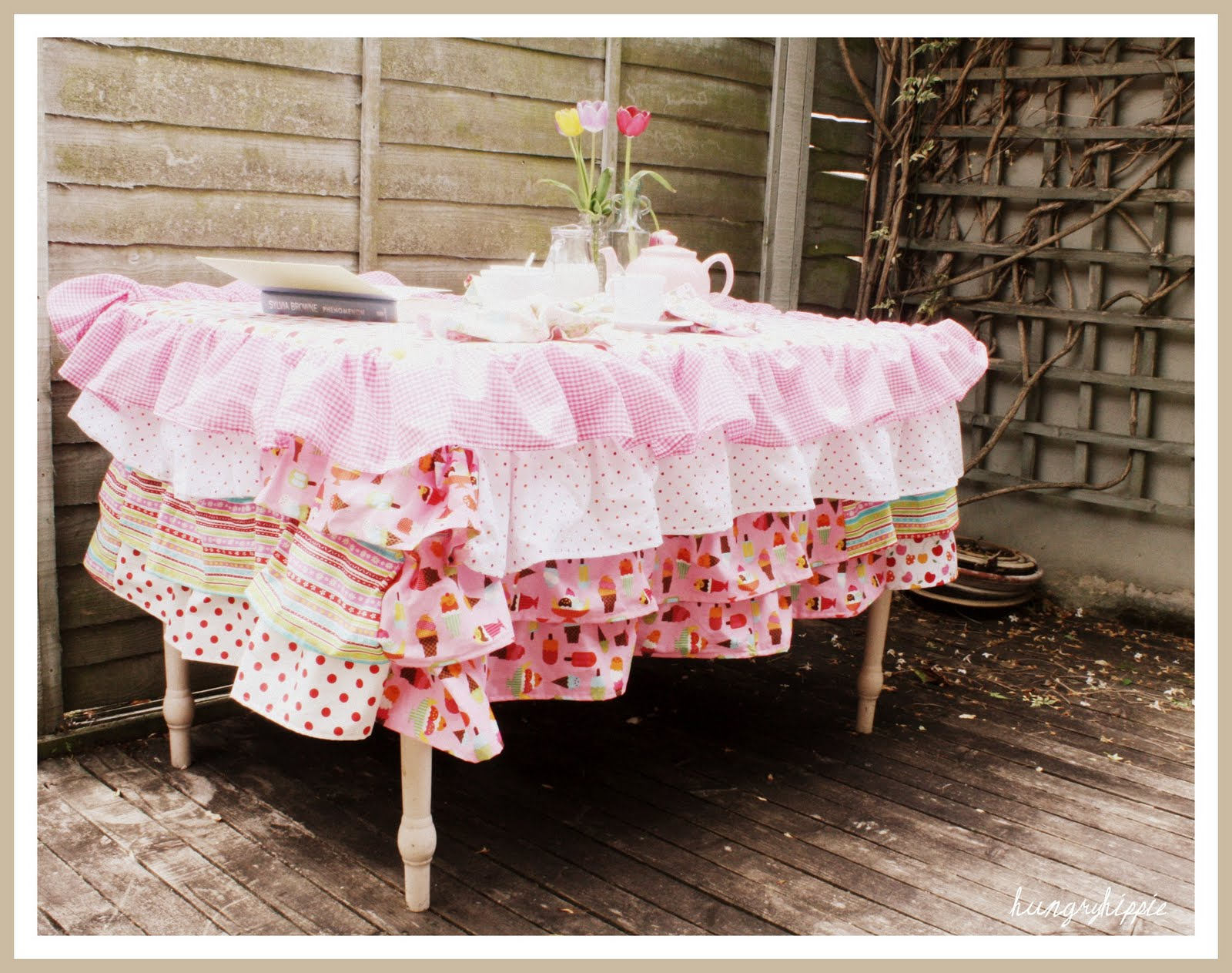 sewhungryhippie: Ruffled Tablecloth Project Ruffled Tablecloth