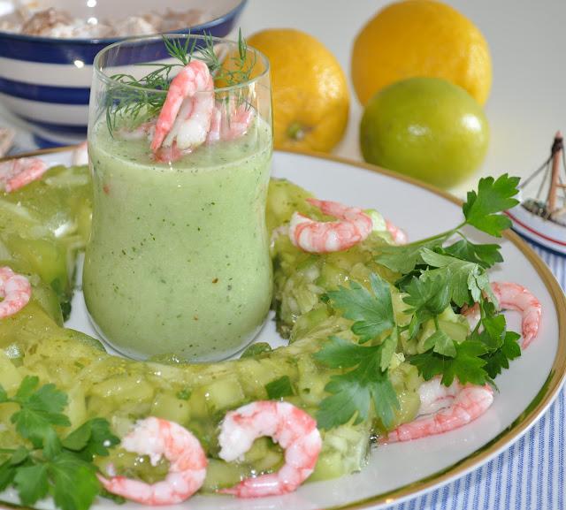 Frisk agurksuppe med reker og klassisk agurkrand