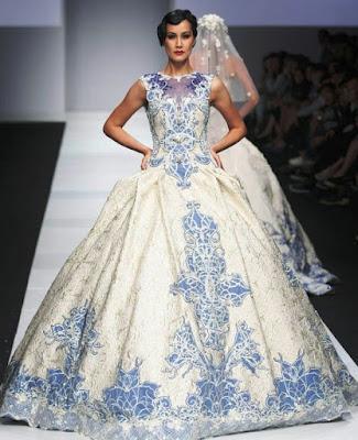 Model Gaun Pengantin Tanpa Lengan dengan Bordiran Burung Merak