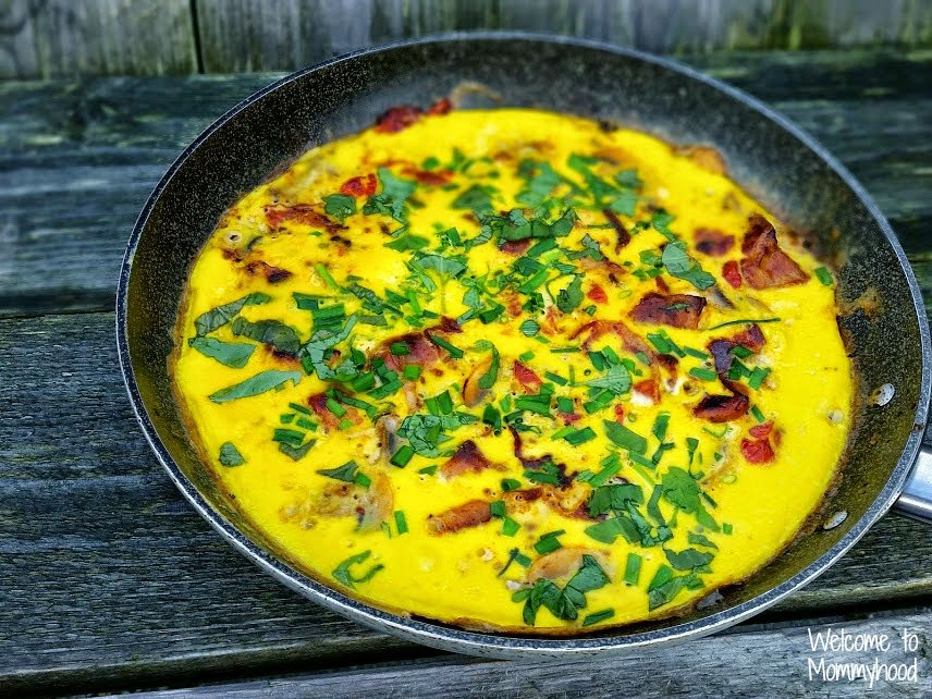 Easy, healthy recipes: herb loaded omelette #paleo #WIAW
